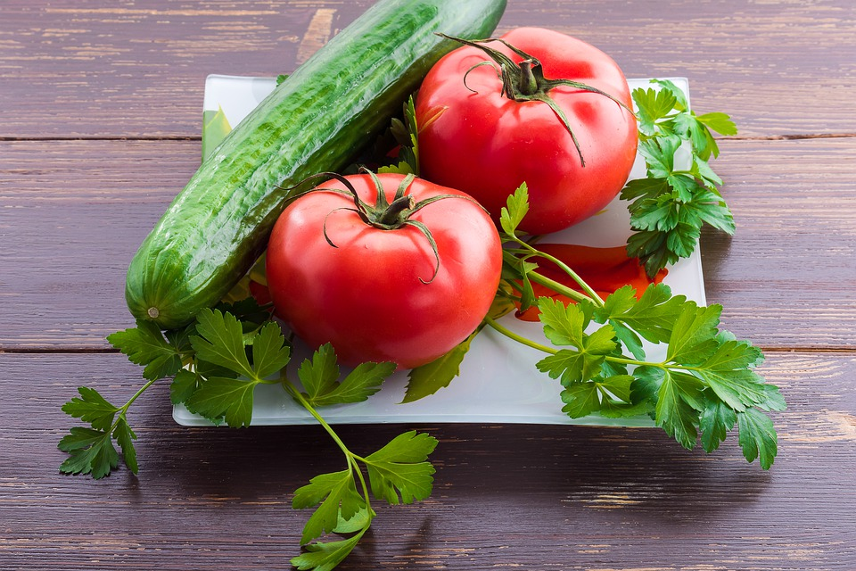 Tomato vs. Cucumber Nutrition Chart: Which Vegetable Is the Clear Winner in These 6 Categories?